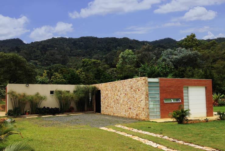 Casa Dapa AN:  de estilo  por COLECTIVO CREATIVO