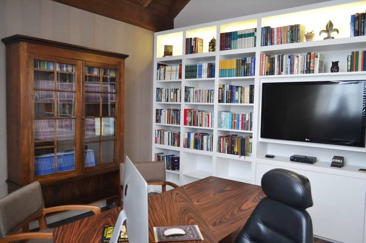 Home Office: Escritórios  por Join Arquitetura e Interiores,