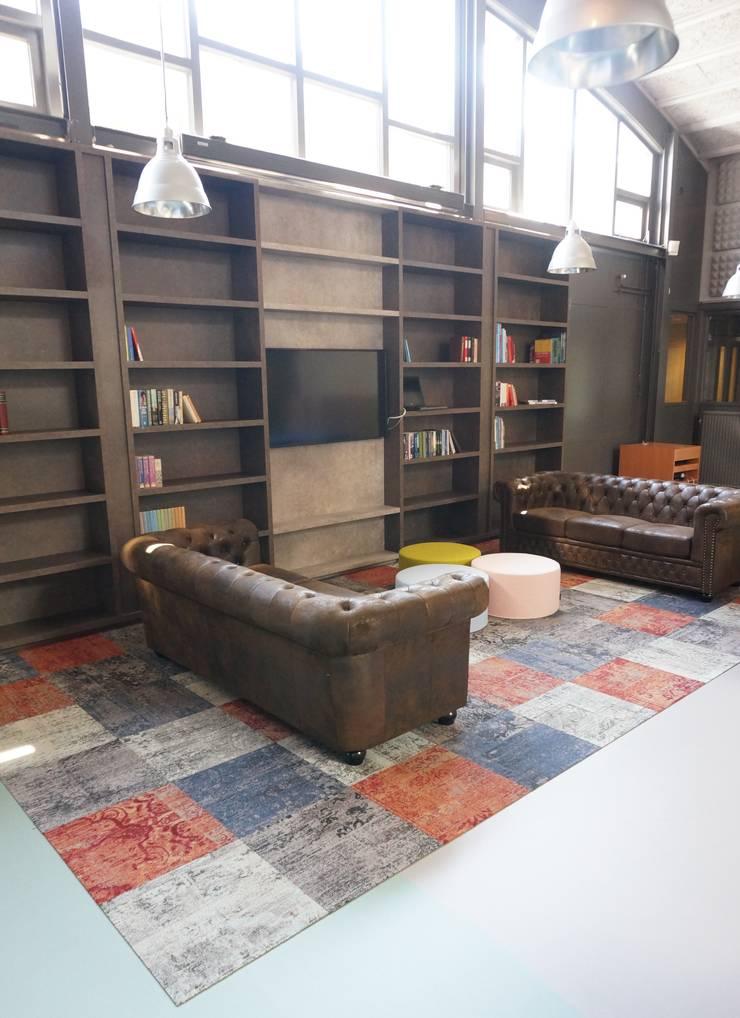 maatwerk boekenkast:  Kantoren & winkels door AID Interieur Architecten
