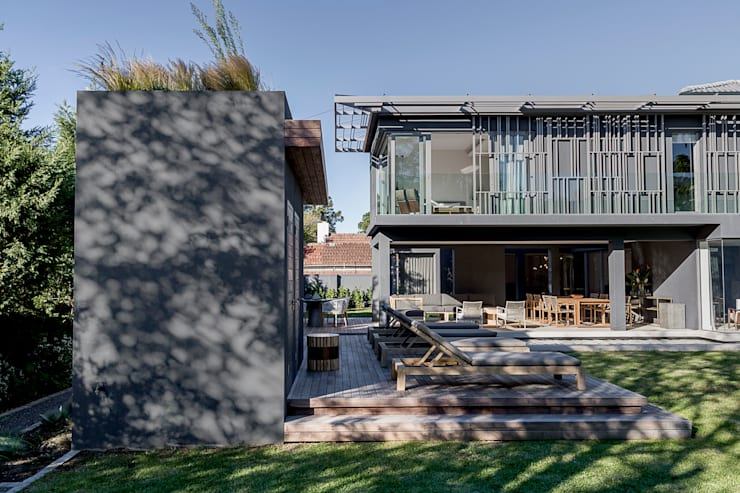 Family Home, Cape Town :  Houses by GSQUARED architects, Modern