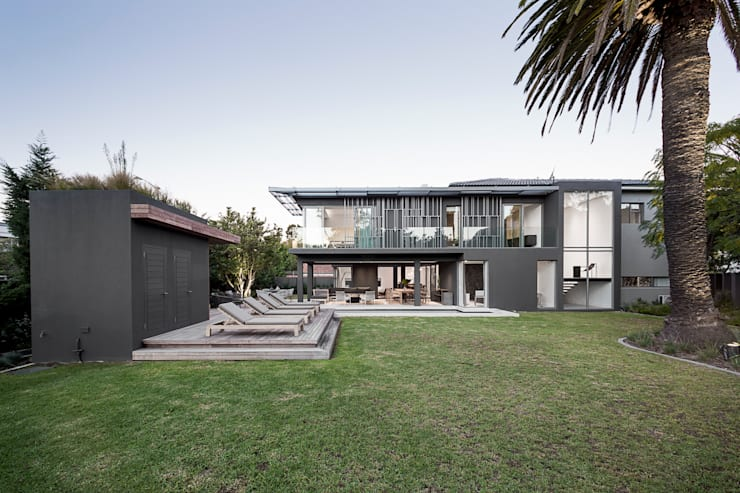 Family Home, Cape Town :  Garden by GSQUARED architects, Modern Glass