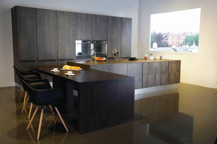 Matt surface whole kitchen:  ห้องครัว by GIO HOME KITCHEN .CO.,LTD