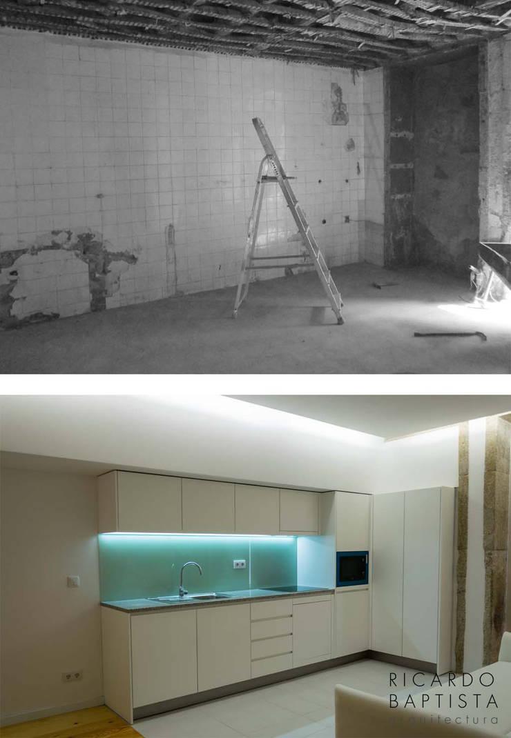 Cozinha (antes e depois):   por Ricardo Baptista, Arquitecto