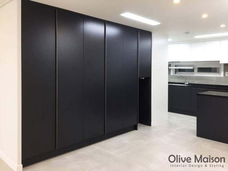성동구 옥수동 삼성래미안 44평형: Olive Maison의  방
