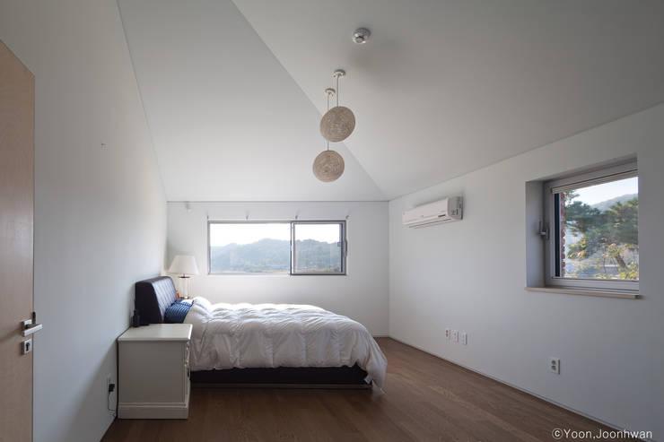 Dormitorios de estilo  de 솔토지빈
