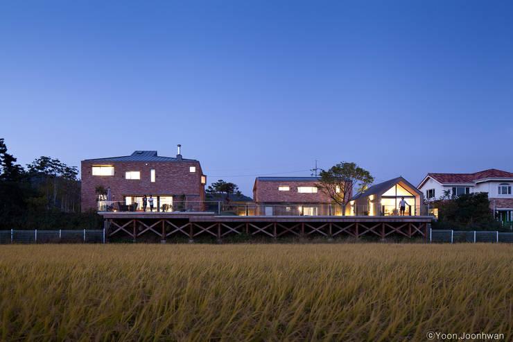 Casas de estilo moderno por 솔토지빈