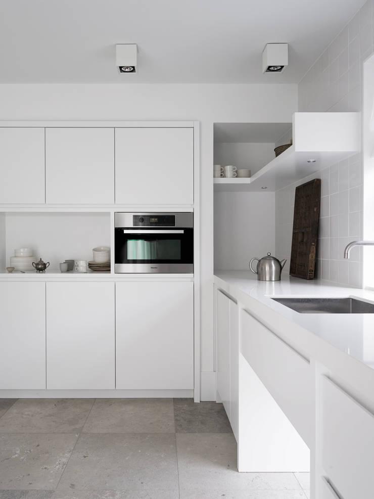 SMALL LIVING:  Keuken door J.PHINE