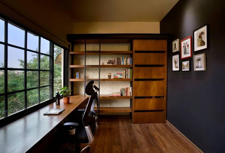 مكتب عمل أو دراسة تنفيذ Saka Studio