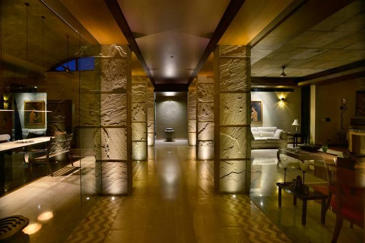 C Farm:  Corridor & hallway by Saka Studio