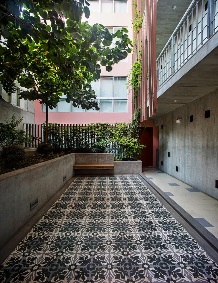 Edificio Madreselva: Jardines de estilo  por Vicca Verde