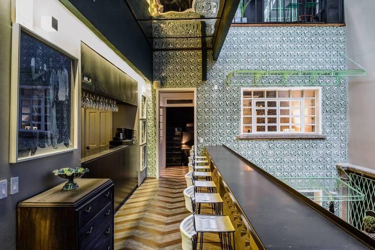 Hotel Casa Awolly: Restaurantes de estilo  por graus