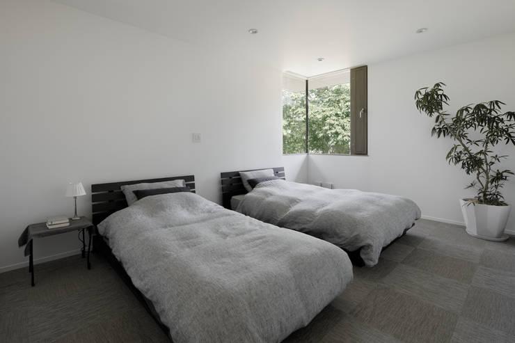 Спальни в . Автор – atelier137 ARCHITECTURAL DESIGN OFFICE