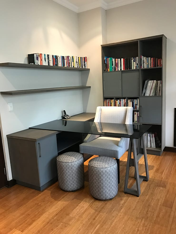 Study:  Study/office by Candice Woodward Interiors cc