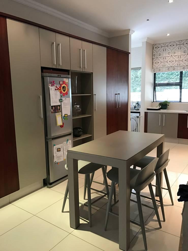 Kitchen:  Kitchen by Candice Woodward Interiors cc