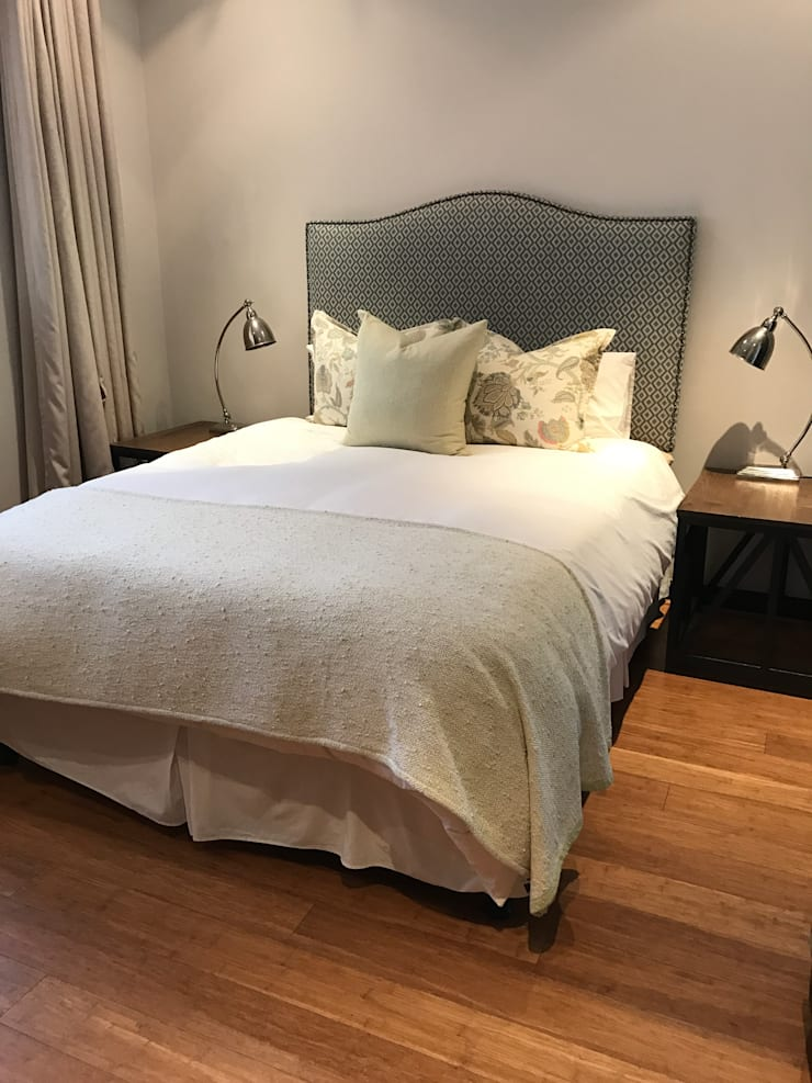 Guest Bedroom:  Bedroom by Candice Woodward Interiors cc