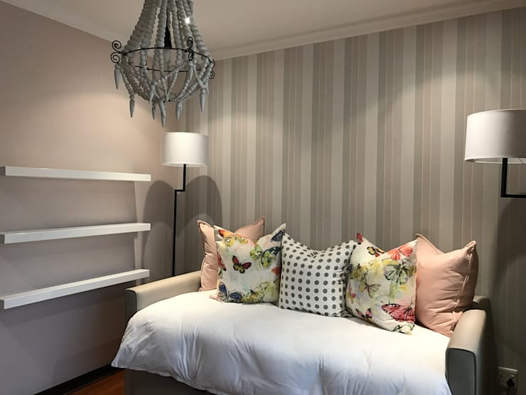Kids Bedroom:  Nursery/kid's room by Candice Woodward Interiors cc
