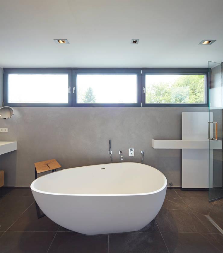 freistehenden Badewanne:   von Raumgespür Innenarchitektur Design