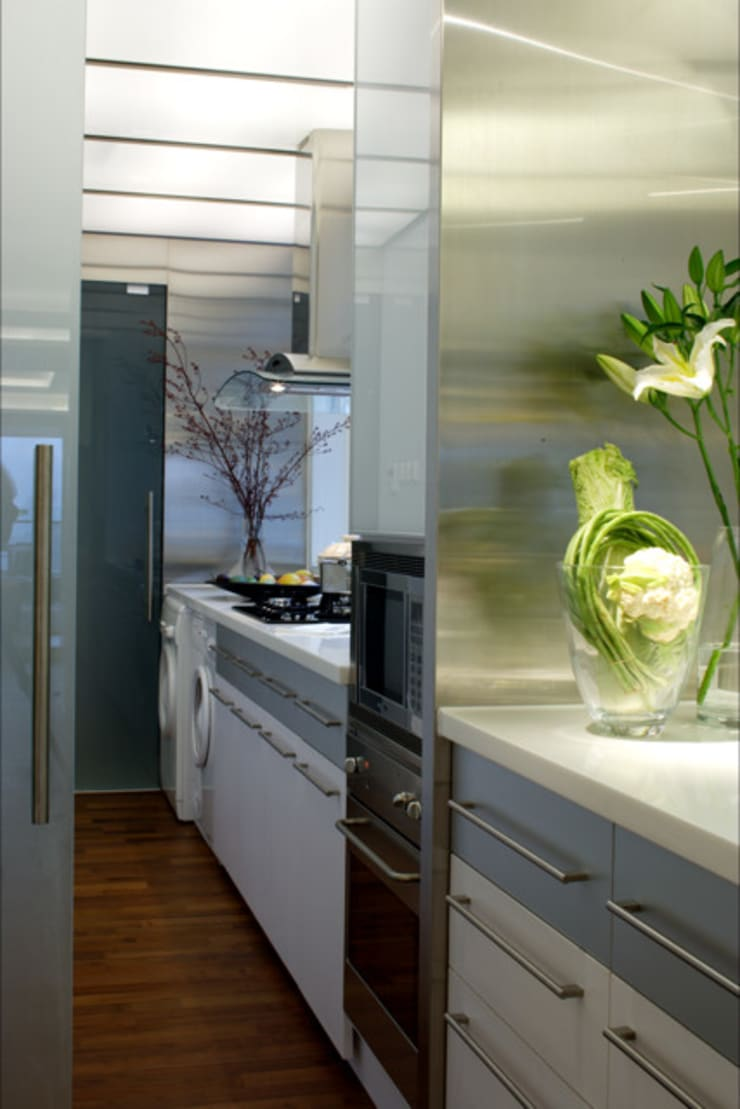 evergreen villa:  Kitchen by wayne corp
