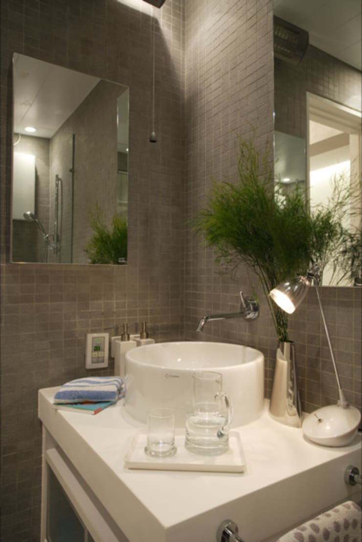 evergreen villa:  Bathroom by wayne corp