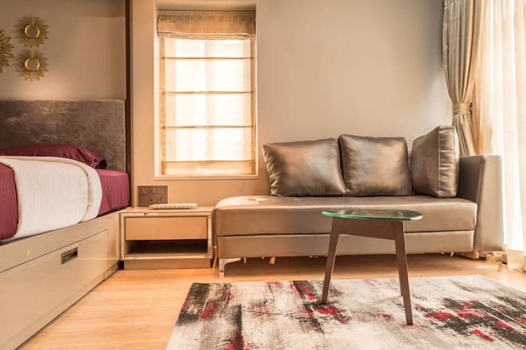 Rishi Villa—Pune:  Bedroom by Aesthetica