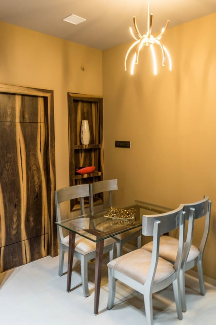 Rishi Villa—Pune:  Dining room by Aesthetica