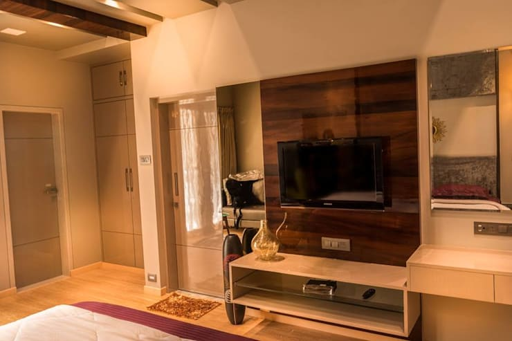 Rishi Villa - Pune: modern Dressing room by Aesthetica