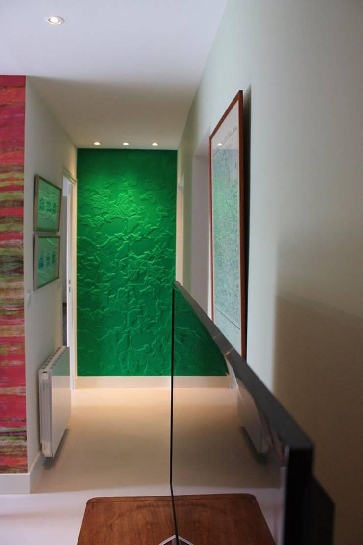 DEGAGEMENT du DUPLEX - Architecture interieure - PERROIN S -: Couloir et hall d'entrée de style  par Stephanie Perroin
