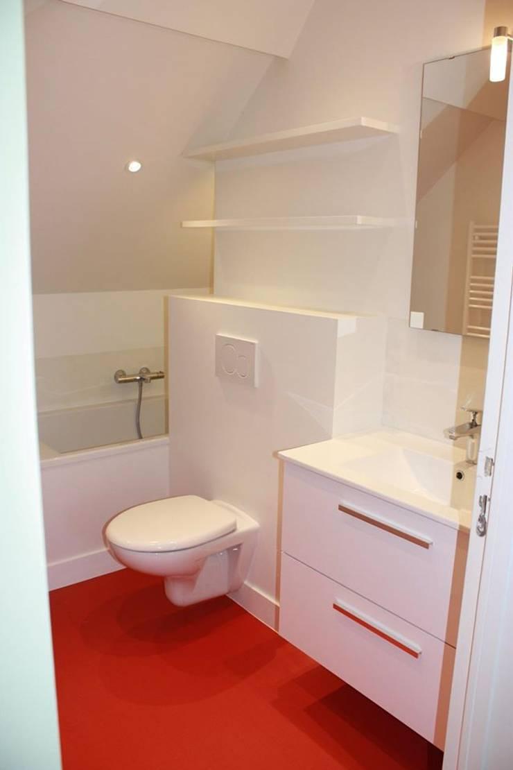 SALLE de BAINS du DUPLEX - Architecture interieure - PERROIN S -: Salle de bains de style  par Stephanie Perroin