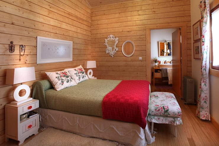 rustic Bedroom by Rusticasa