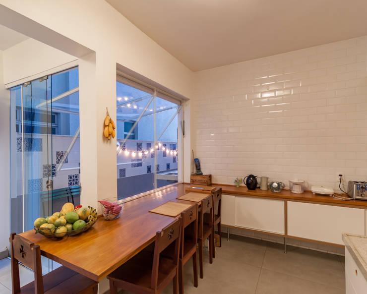 Cocinas de estilo  por Aptar Arquitetura