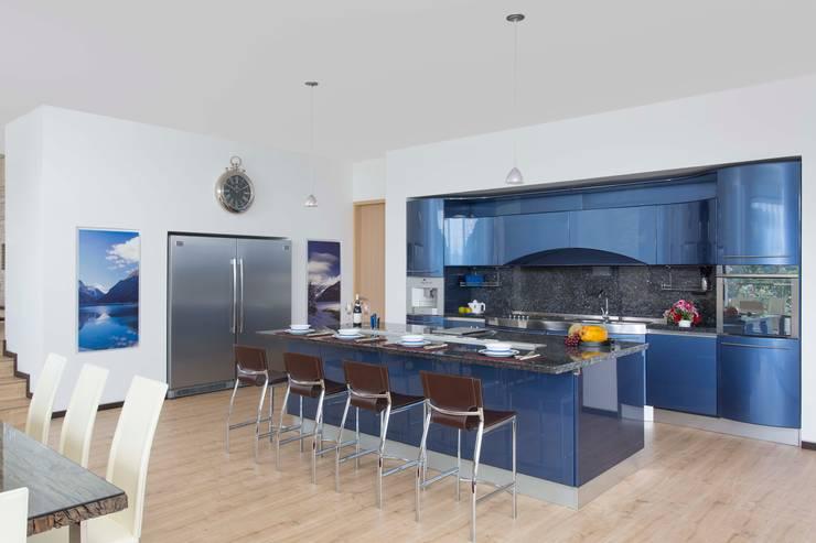 Cocina Snaidero - Proyecto terminado Atelier Casa: Cocinas de estilo  por ATELIER CASA S.A.S, Moderno