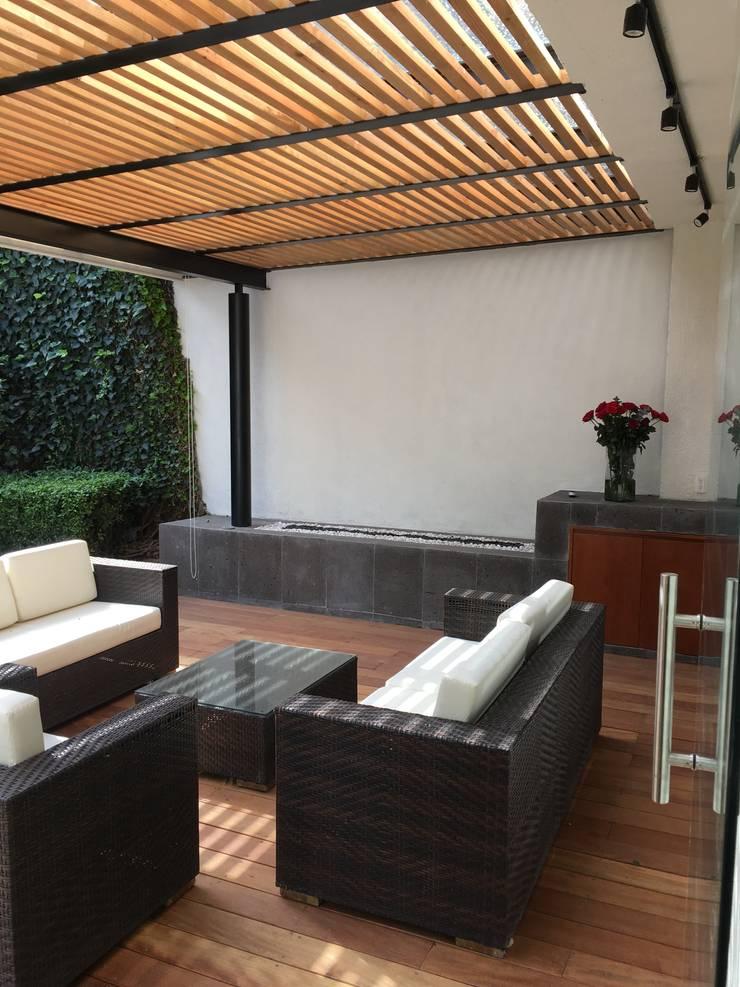 Terraza VH39:  Patios & Decks by Hall Arquitectos
