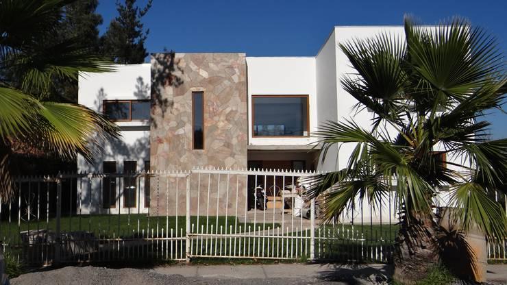 Casa LB: Casas de estilo  por A2H Arquitectos