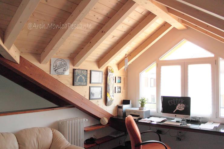 Suddivisione e ristrutturazione villa: Studio in stile  di m.pescante