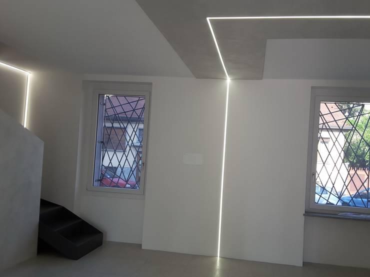 Casa Savada: Soggiorno in stile  di ArchitetturaTerapia®