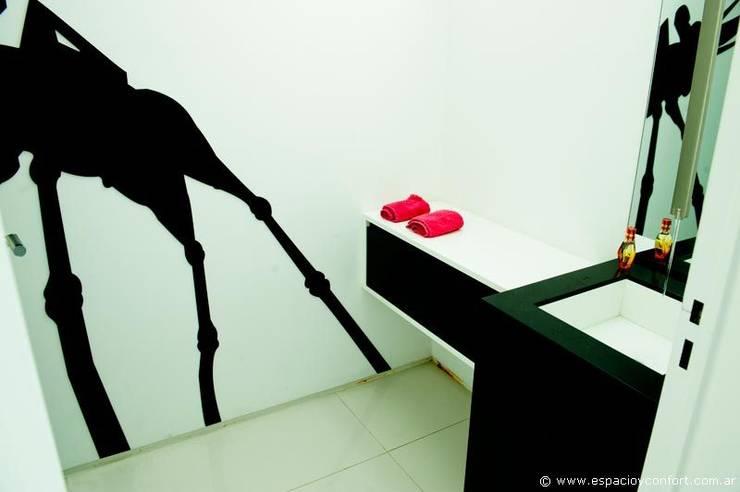 BAÑOS: Baños de estilo  por ARKIZA,