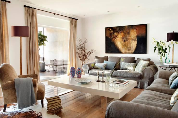 غرفة المعيشة تنفيذ Ivory Escapes