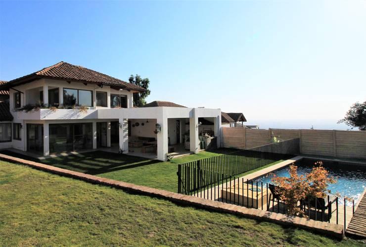 Casa C: Casas de estilo  por Carvallo & Asociados Arquitectos