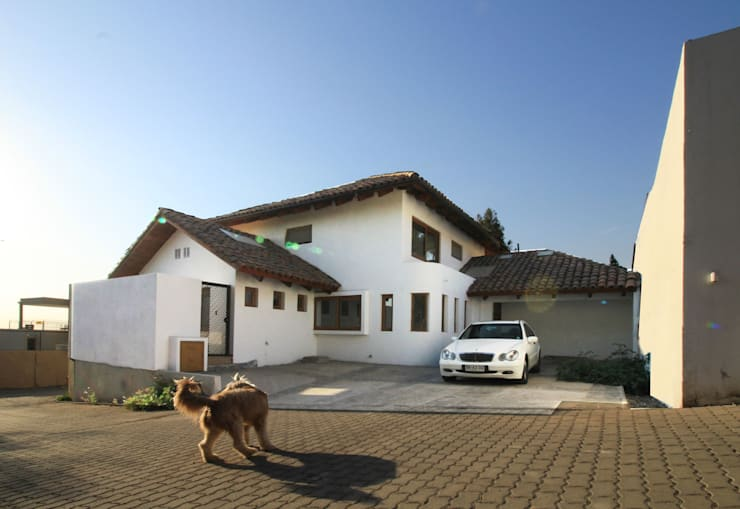 Casa A: Casas de estilo colonial por Carvallo & Asociados Arquitectos