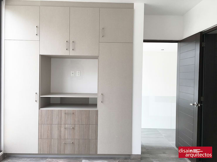 Casa Bijan J-18: Vestidores y closets de estilo  por disain arquitectos