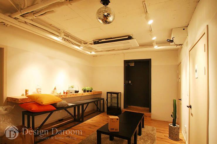 601 Guest House 강남: Design Daroom 디자인다룸의  거실
