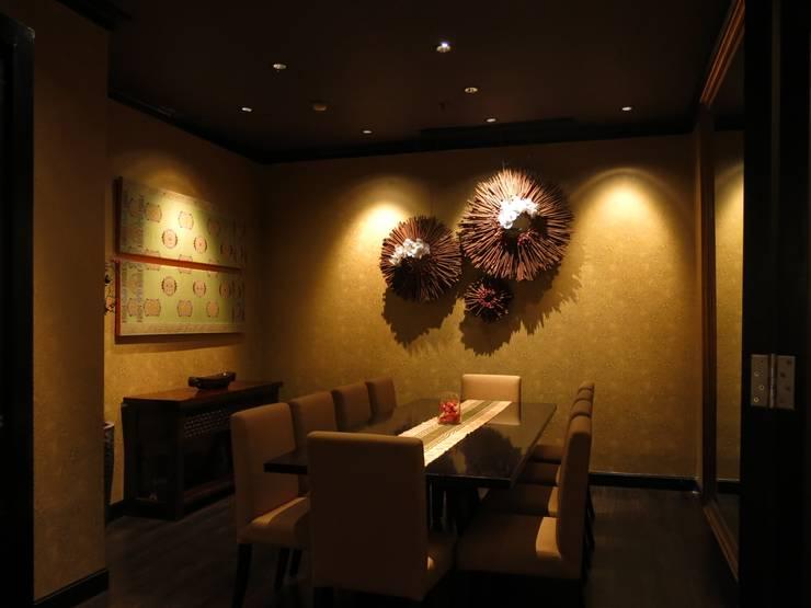VIP Room:  Restoran by FerryGunawanDesigns