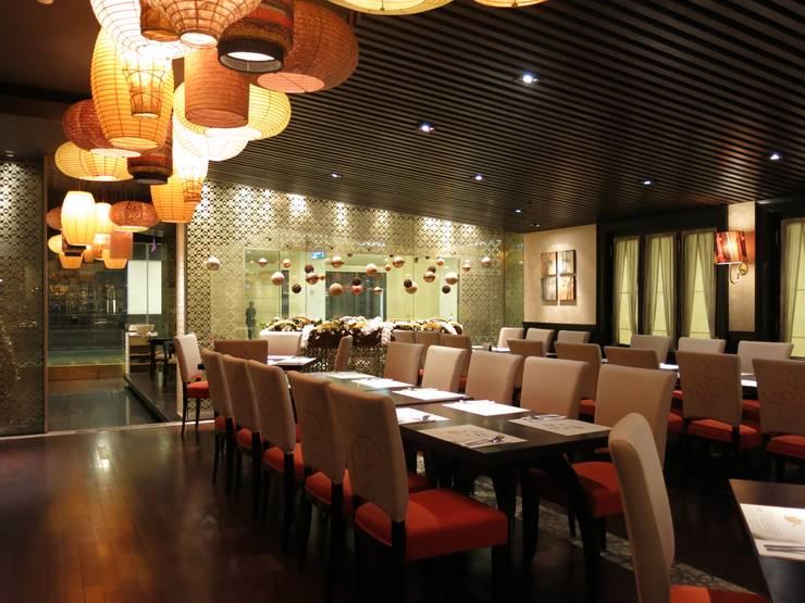 Dining Room:  Restoran by FerryGunawanDesigns