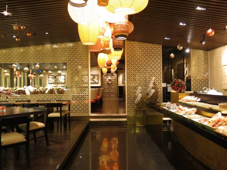 Entrance Area:  Restoran by FerryGunawanDesigns