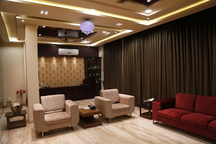 Singh Bunglow - Kalyan:  Living room by Aesthetica