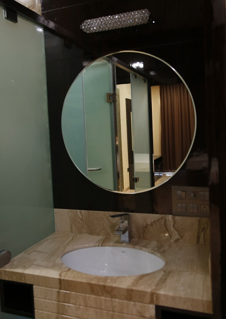 Singh Bunglow—Kalyan:  Bathroom by Aesthetica