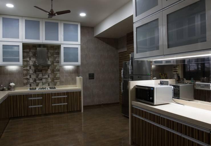 Singh Bunglow - Kalyan: modern Kitchen by Aesthetica