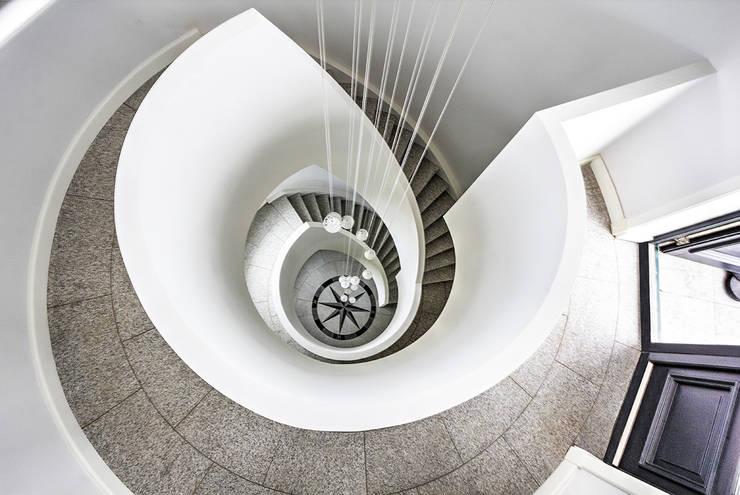 Van Bruchem Staircases & Interiorsが手掛けた廊下 & 玄関
