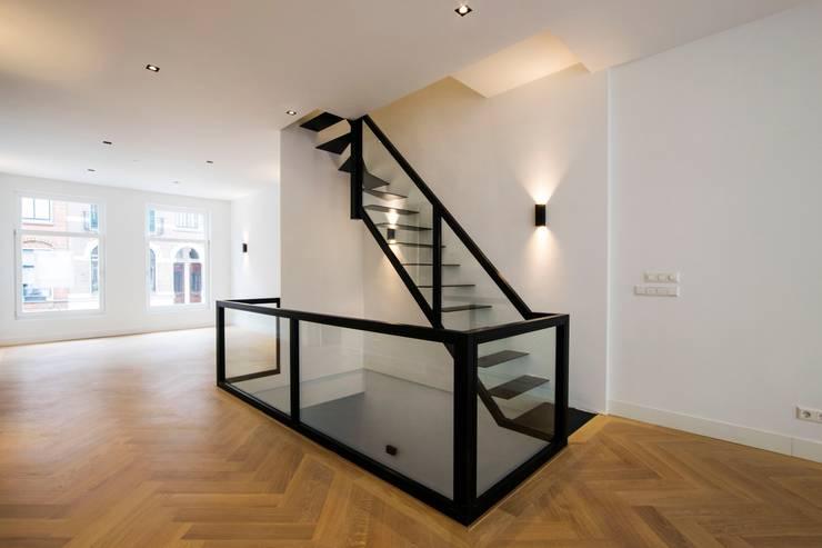 Corridor & hallway by Van Bruchem Staircases & Interiors