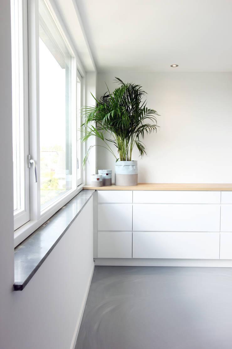 Zolderverdieping Delfgauw:  Huishouden door Nya Interieurontwerp